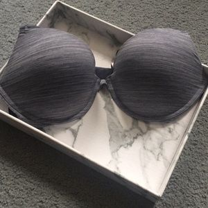 NEVER WORN Victoria's Secret padded plunge bra